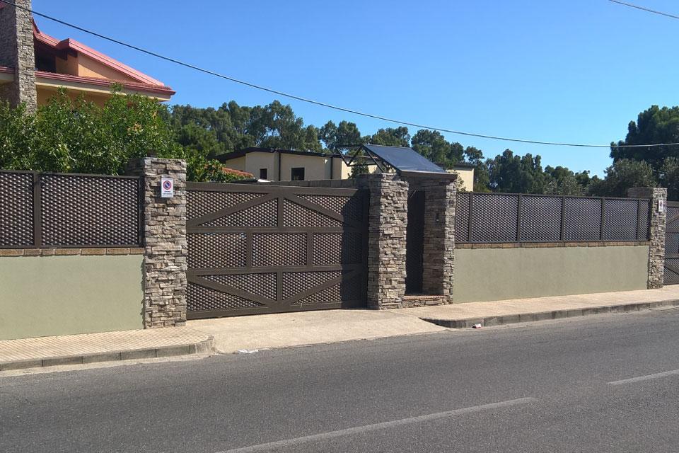 Cancello e recinzione in lamiera stirata